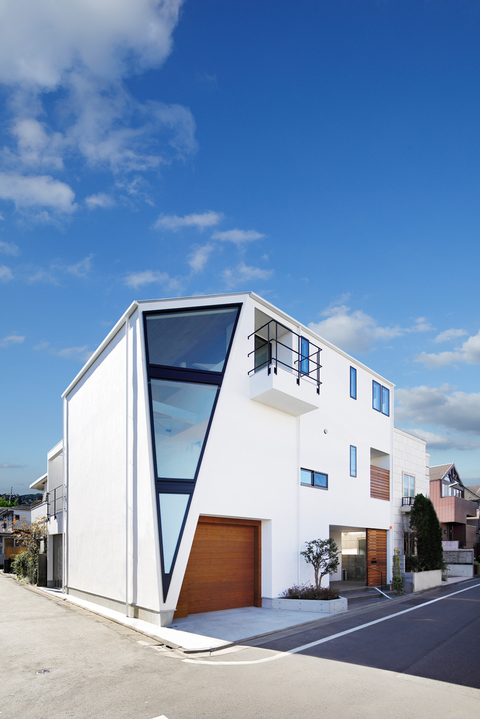 三角窓の家