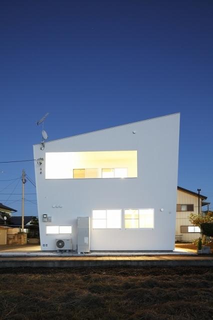 白い原石の家の写真