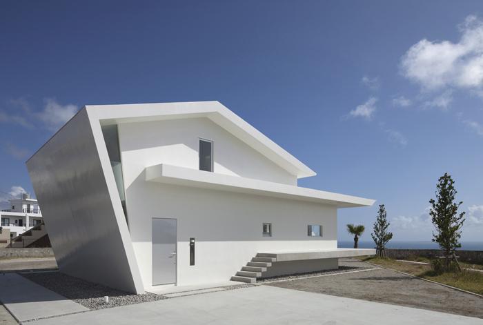 PROTO BANK 013 - 中城の家 (設計: 森裕) の外観写真