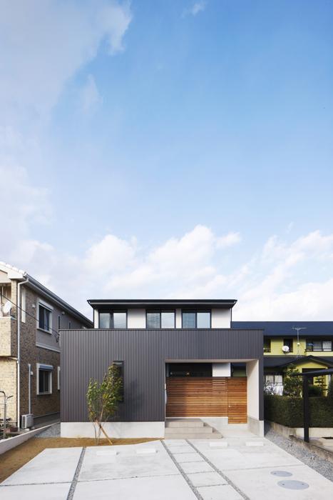 稲沢の家/門型エントランスの家