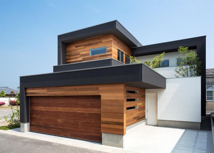 重なり合う家の写真